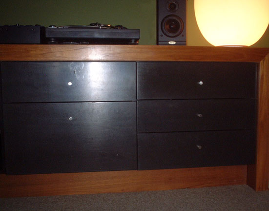 Cupboards Turtables Speaker